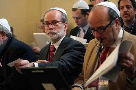 Catholic News Service Rome bureau chief John Thavis covers the arrival of the Pope Benedict XVI in the Park East Synagogue in New York April 18. (CNS/Alessia Giuliani, Catholic Press Photo)