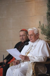 Pope Benedict delivers a speech to French intellectuals