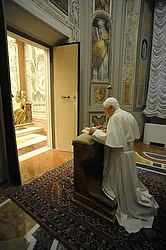 File photo: Pope Benedict XVI prays during last year's retreat. (CNS/L'Osservatore Romano)