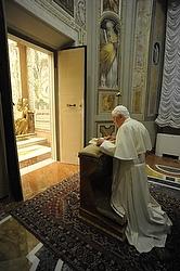 File photo: Pope Benedict XVI prays during last year's retreat. (CNS/L'Osservatore Romano)