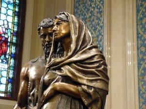 Oregon sculptor's bronze statue of Mary and Joseph capture's realism. (Photo courtesy sculptor)