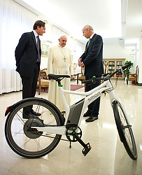 Pope accepts gift of electric Smart bike from chairman of Daimler AG