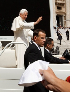 PILGRIM TRIES TO GIVE ZUCCHETTO AS POPE ARRIVES FOR GENERAL AUDIENCE AT VATICAN