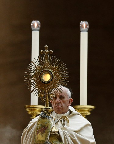 Pope leads Benediction during vigil to pray for peace in Syria