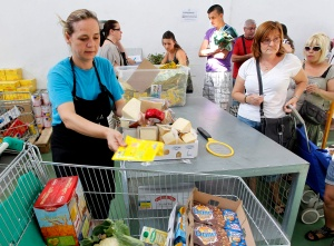VOLUNTEER DISTRIBUTES GOODS AT FOOD BANK IN SPAIN