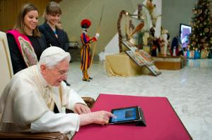 POPE SENDS FIRST TWITTER MESSAGE DURING GENERAL AUDIENCE AT VATICAN