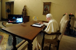 POPE BENEDICT LIGHTS UP ELECTRONIC CHRISTMAS TREE IN ITALIAN TOWN USING TABLET AT VATICAN