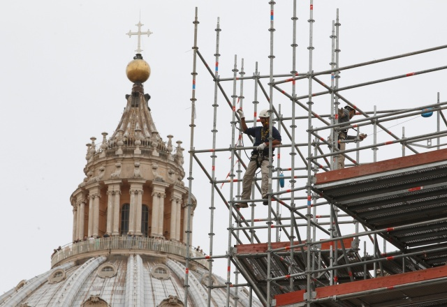 WORK CONTINUES TO CLEAN COLONNADE AT VATICAN