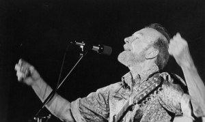 Folk singer Pete Seeger performs  in 1985 at a Catholic Campaign for Human Development conference in Minnesota. (CNS file photo/ Sister Nancy Bauer, OSB)