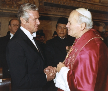 1985 FILE PHOTO OF AMBASSADOR WILSON WITH POPE JOHN PAUL II