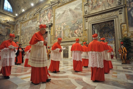 Cardinals enter Sistine Chapel to begin conclave to elect successor to Pope Benedict at Vatican