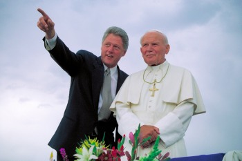 Former President Bill Clinton standing with Pope John Paul II during a welcoming ceremony in Denver Aug. 12, 1993. (CNS photo)