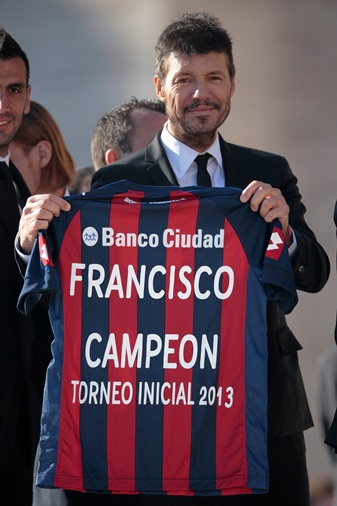 San Lorenzo put the pope's name on its jersey. (CNS photo/Reuters)