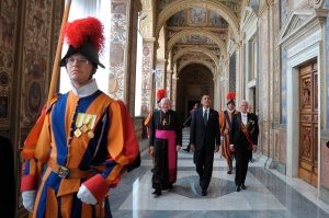 Swiss Guards and Vatican officials accompanying U.S. President Barack Obama when he arrived at the Vatican July 10, 2009. (CNS photo/L'Osservatore Romano via Reuters)