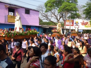 Good Friday crowd in Soyapango, El Salvador. (CNS photo/Rhina Guidos)