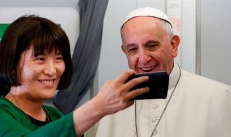 Pope Francis poses with South Korean journalist Jung Ae Ko of Joongang Ilbo newspaper. (CNS/Paul Haring)