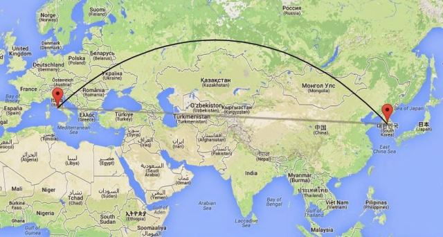 The arc shows the route of Pope John Paul II's 1989 flight to Seoul. The lower line shows the most direct route. (Graphic by Il Sismografo)