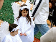 Children await Easter procession in Brazil
