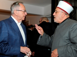Ambassador Moshe Arens, former Israeli ambassador to the U.S., speaks with Sheik Abdulsalam Manasra during an interfaith Thanksgiving dinner sponsored by U.S. Embassy in Tel Aviv Nov. 20. (CNS/David Azagury)