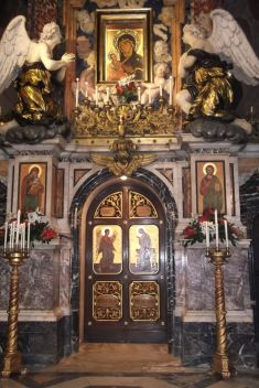 The baroque marble iconostasis, which includes the icon of the Mother of God in the upper portion, is not original to the church.