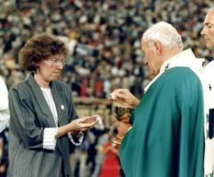 Pope's public Mass at Silverdome outside Detroit in 1987. (Photo by Arturo Mari/L'Osservatore Roman)