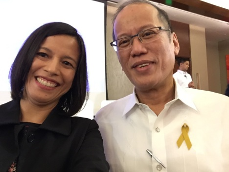 Simone Orendain and Philippine President Benigno Aquino pose for a selfie in Manila. (CNS photo/Simone Orendain)