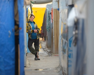 A woman is seen in a camp for internally displaced families in Ankawa, Iraq, April 9. (CNS photo/Paul Jeffrey)