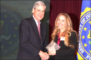 Teresa Goines honored in 2009 with community leadership award by FBI's San Francisco division. (Photo/Old School Cafe)